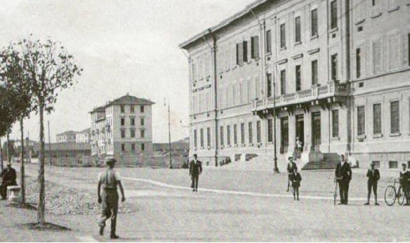 Il liceo Romagnosi in una foto d'epoca